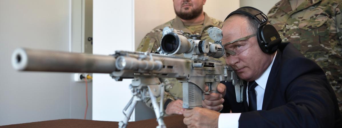 VIDEO. Vladimir Poutine se glisse dans la peau d'un tireur d'élite pour tester un nouveau fusil