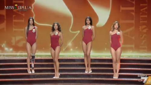 Une jeune femme handicapée sur le podium de Miss Italie