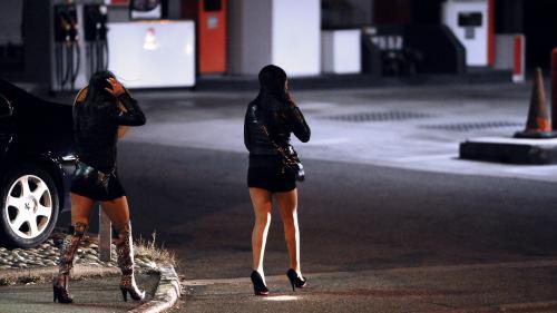 """ENQUETE FRANCE 2. """"Soit je donne mon corps, soit je crève"""": dans l'enfer de la prostitution des jeunes filles"""