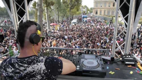 """Parcours, DJs, """"afters"""" : ce qu'il faut savoir sur la Techno Parade, qui fête son 20e anniversaire samedi à Paris"""