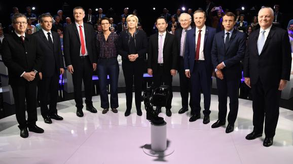 L\'ensemble des candidats à l\'élection présidentielle de 2017, à l\'exception de Philippe Poutou, le 4 avril 2017 lors du débat organisé par BFMTV et CNews à laPlaine Saint-Denis (Seine-Saint-Denis).