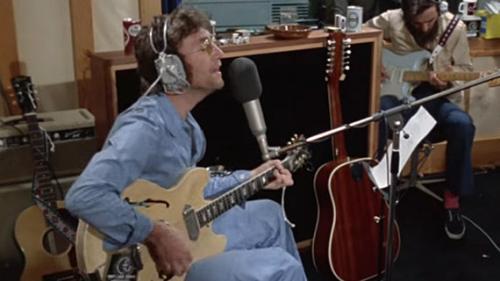 """VIDEO. Des images inédites de John Lennon en studio pour """"Imagine"""" refont surface"""