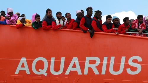 """Migrants : l'""""Aquarius"""" est """"en route vers Marseille"""" et demande à la France l'autorisation de débarquer"""