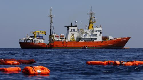 """Migrants : le gouvernement cherche """"une solution européenne"""" pour l'""""Aquarius"""", qui demande à accoster en France"""