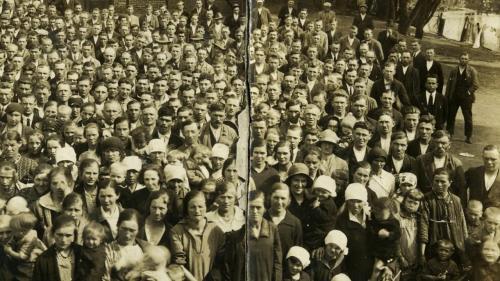 """VIDEO. """"Histoires d'une nation"""" : les migrants polonais """"avaient des pancartes pour savoir l'endroit où ils devaient s'arrêter"""""""