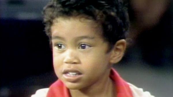 Petits pots sur le practice, clubs sciés et shows télé : comment Tiger Woods est devenu un champion de golf avant ses 5ans