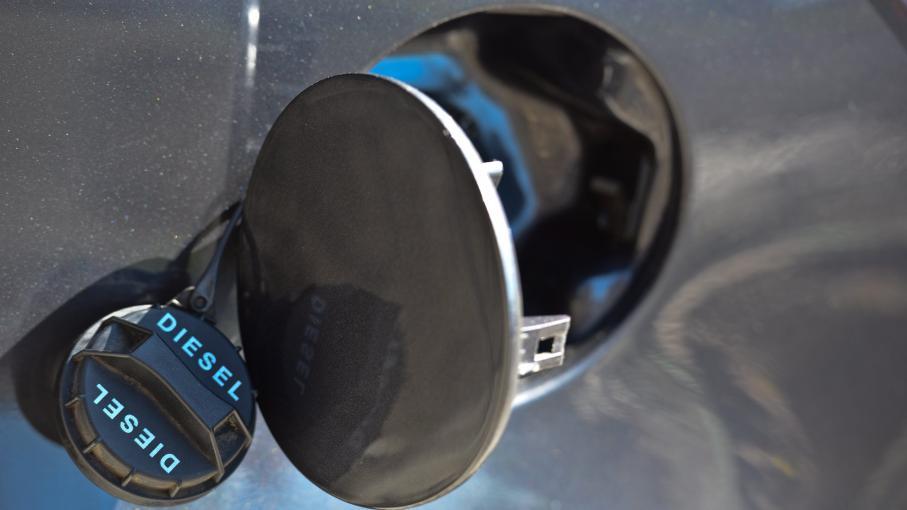 pour la premi re fois le diesel est plus cher que le sans plomb 95. Black Bedroom Furniture Sets. Home Design Ideas