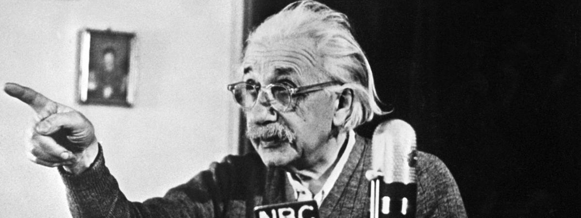 Albert Einstein lors d\'une conférence à Princeton(Etats-Unis), le 14 février 1950.