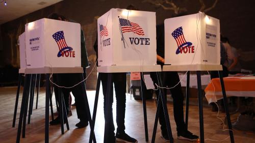 """VIDEO. Elections américaines 2018 : dis franceinfo, c'est quoi les """"midterms"""" ?"""