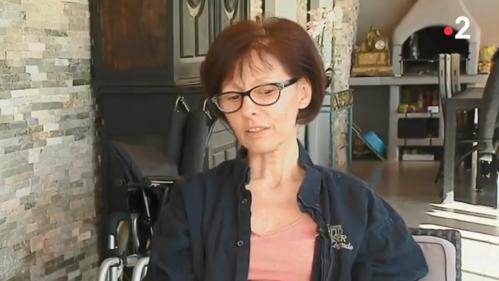"""""""Ma vie est brisée"""" : une femme frôle la mort après un examen gynécologique"""