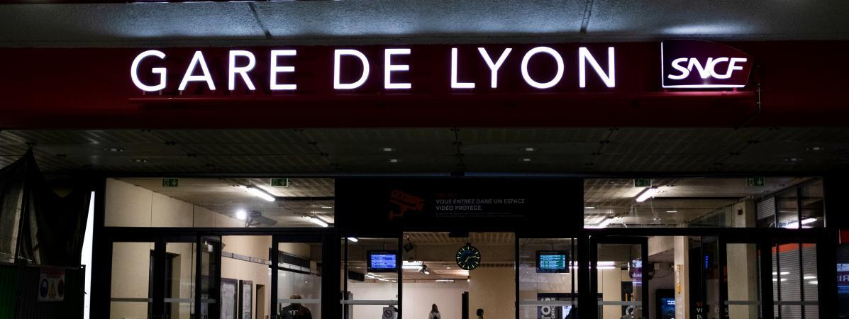 Le Journal De Boris Victor Lyon Un Cadre De La Sncf Se Suicide