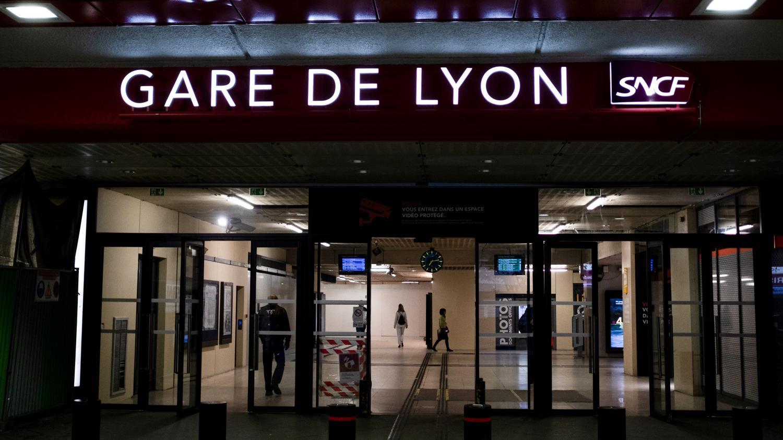 Lyon Un Cadre De La Sncf Se Suicide Sur Son Lieu De Travail