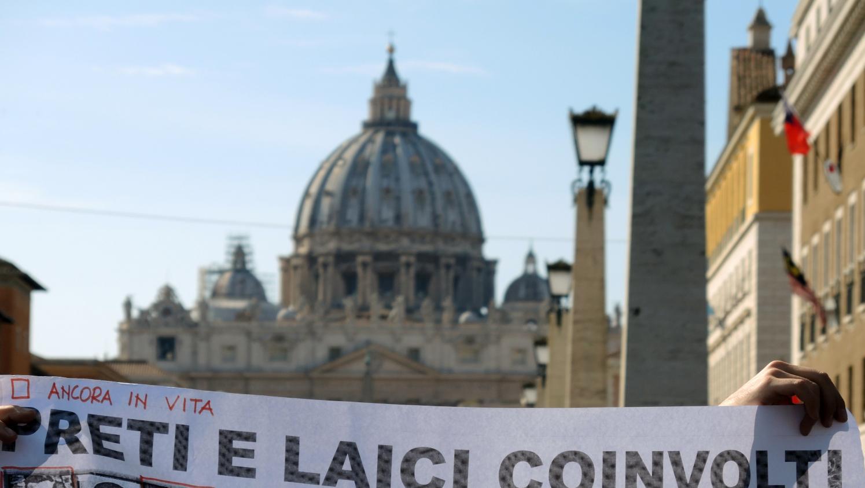 Un am ricain porte plainte pour obtenir du vatican les - Les beatitudes une secte aux portes du vatican ...