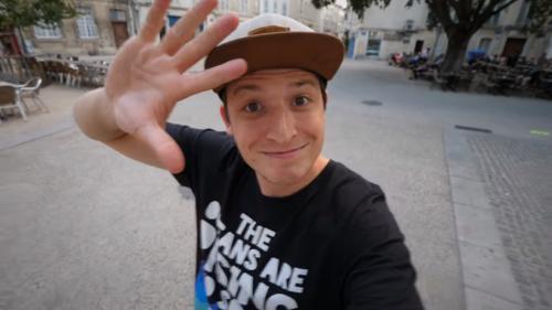 """VIDEO. """"Il est encore temps"""" : des youtubeurs vous invitent à agir pour le climat"""