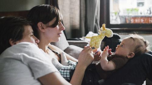 """TRIBUNE. """"Ne vous inquiétez pas pour nos enfants, ils sont aimés"""" : lesbiennes ou célibataires, elles ont eu recours à la PMA et veulent peser dans le débat"""