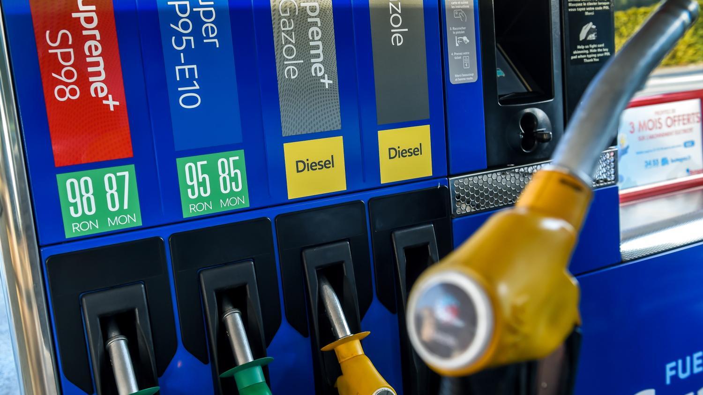 carburants pourquoi les prix de l 39 essence et du diesel sont nouveau au plus haut. Black Bedroom Furniture Sets. Home Design Ideas