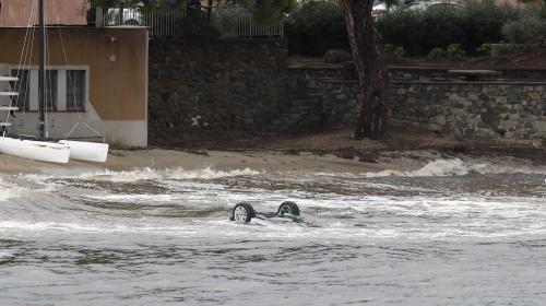 Intempéries dans le Var : une seconde victime retrouvée dans la voiture emportée par la mer