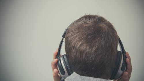 """""""J'ai eu l'impression d'entendre un concert dans ma tête"""" : la musique en """"8D"""" est-elle une révolution ou une arnaque ?"""
