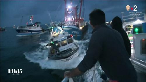 """VIDEO. Au cœur de la bataille navale pour la coquille Saint-Jacques, le petit chalutier français """"Sachal'éo"""" a bien failli couler"""