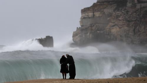 """L'ouragan Leslie devrait atteindre le Portugal """"dans la nuit de samedi à dimanche avec des rafales à 130 km/h"""""""