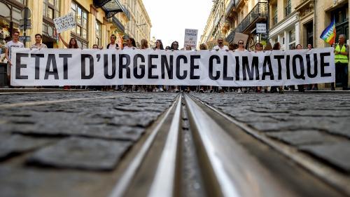 Des milliers de personnes ont marché pour le climat partout en France