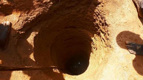 """""""Parfois la nuit, on sent les gaz toxiques"""" : mis en cause dans une mine de Guinée, le promoteur de la Montagne d'or fera-t-il mieux en Guyane ?"""