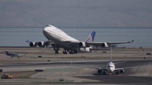 """Etats-Unis : le """"pire accident de l'histoire de l'aviation"""" évité à """"quelques mètres"""" près en 2017"""