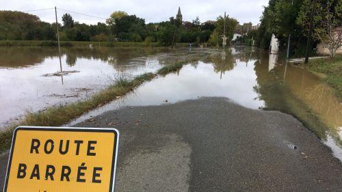 Aude : le village de Pezens évacué par crainte de vague-submersion à cause d'un barrage