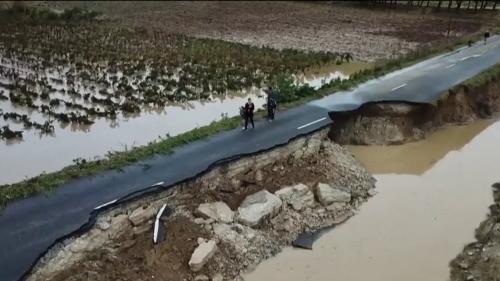 VIDEO. Camionnette engloutie, route emportée... Un drone filme l'ampleur des dégâts dans l'Aude