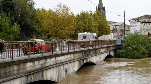 """""""Hier, il y avait 20 cm d'eau, aujourd'hui il y a 4,20 mètres"""": la commune de Pezens est """"totalement évacuée"""""""