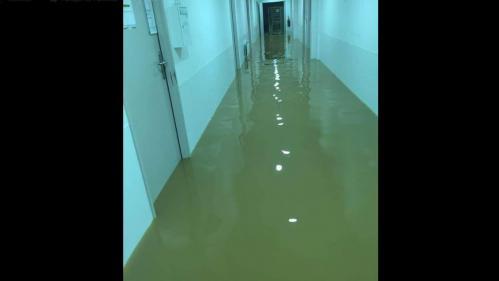 """""""Tous les patients sont dans les étages"""" : l'hôpital de Carcassonne également touché par les inondations dans l'Aude"""
