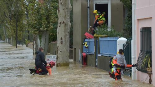 Inondations dans l'Aube : les pompiers multiplient les sauvetages à Trèbes