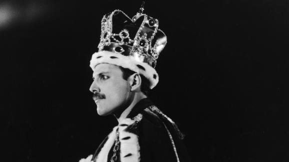 Freddie Mercury à la fin du concert de Queen à Wembley le 12 juillet 1986 à Londres.