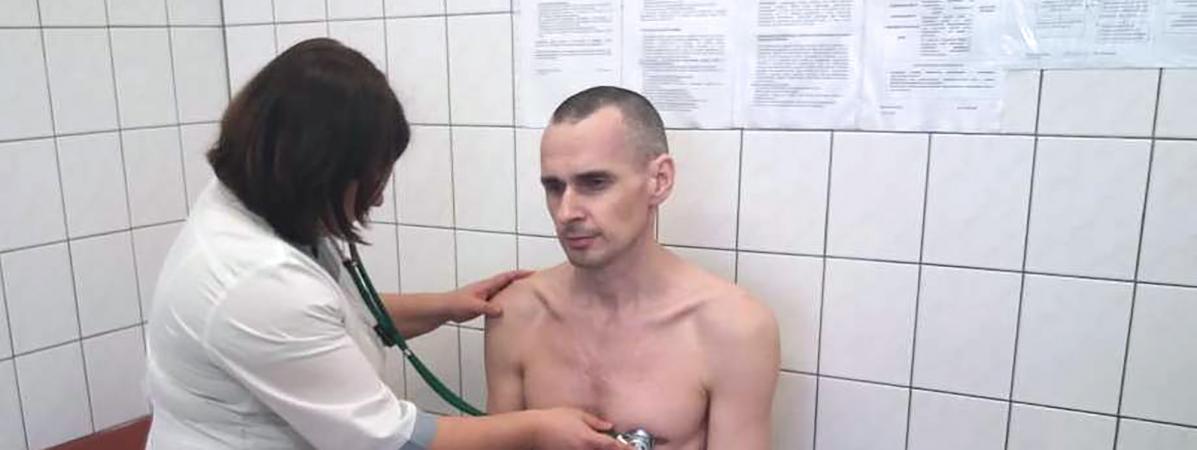 """""""Presque tous ses organes ont été atteints"""" : le cinéaste ukrainien Oleg Sentsov risque toujours de mourir, après sa grève de la faim"""