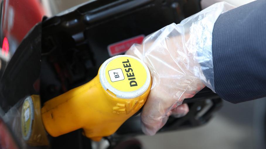 taxe sur les carburants matignon ils nous ont dit que la hausse tait destin e. Black Bedroom Furniture Sets. Home Design Ideas