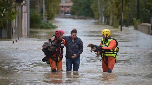 """""""On ne sait rien, sauf que les gens ont tout perdu"""": à Trèbes, malgré la solidarité, la colère s'exprime après les inondations meurtrières"""