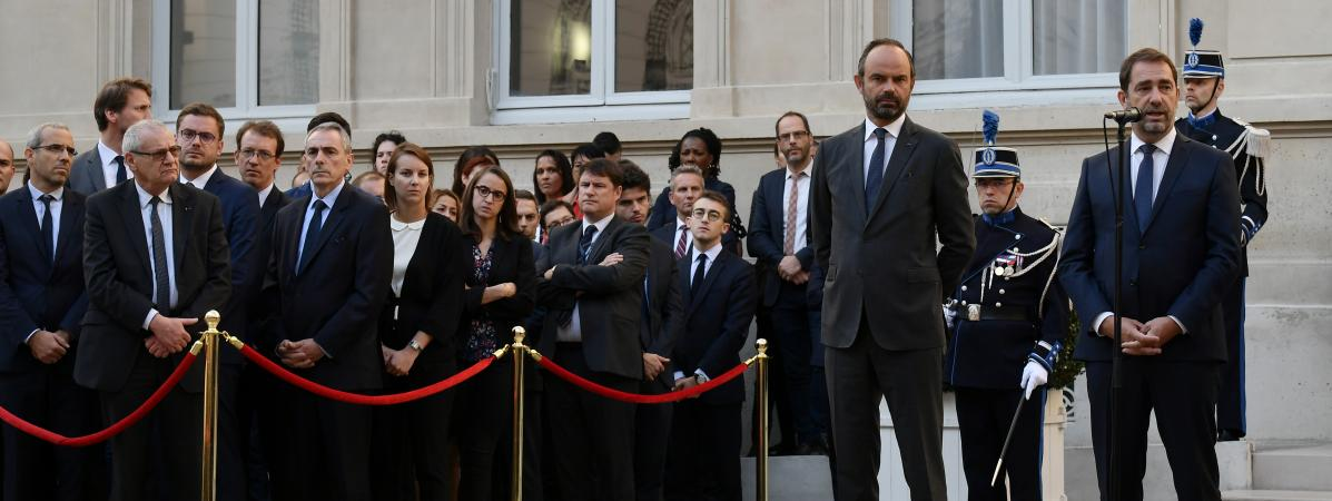 Le ministre de l\'Intérieur Christophe Castaner (à droite), lors de la passation de pouvoir avec Edouard Philippe (au centre), mardi 16 octobre 2018.