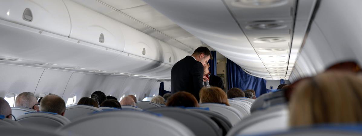 une coll gienne de 14 ans d c de dans un avion lors d 39 un voyage scolaire. Black Bedroom Furniture Sets. Home Design Ideas