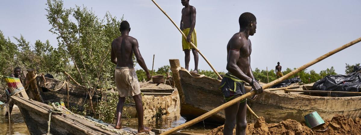 Partis Du Port De Bamako, Ces Maliens Ont Parcouru Souvent Plus De 100 Km  Pour