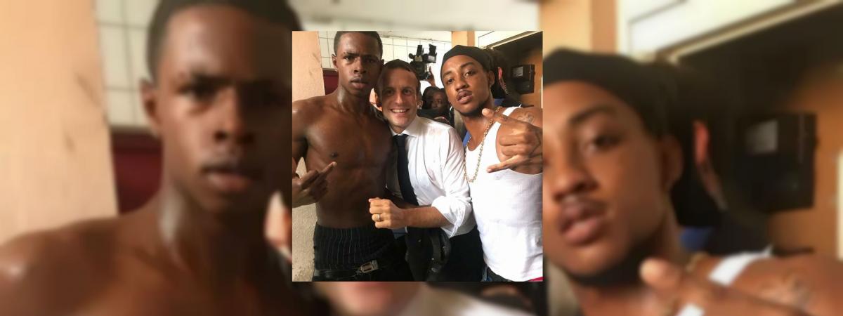 Leselfie d\'un jeune et de son cousin avec Emmanuel Macron, à Saint-Martin, dimanche 30 septembre.