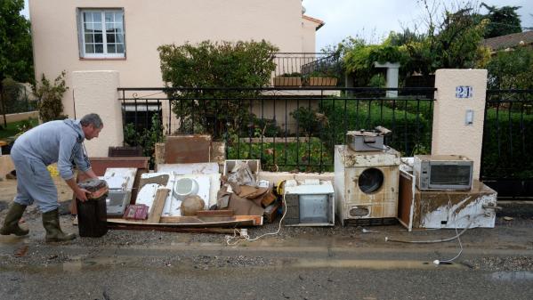 Inondations : les habitants de l'Aude s'entraident