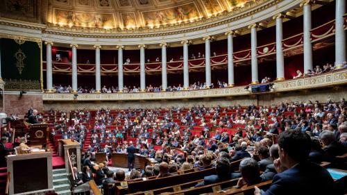 """Accent moqué par Mélenchon : la proposition de loi contre la """"glottophobie"""" était un """"trait d'humour"""""""