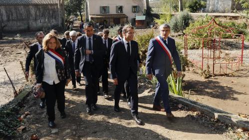 """""""Il faut que l'on ressorte la tête haute, qu'on n'ait pas travaillé toute notre vie pour rien"""" : les sinistrés de l'Aude interpellent Emmanuel Macron"""