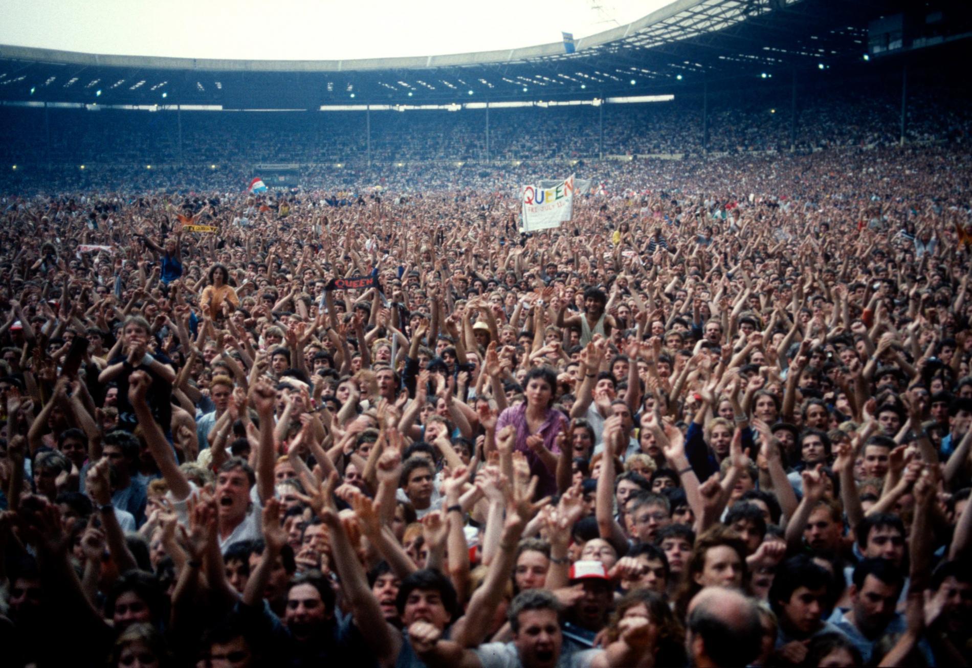 Les fans massés dans le stade de Wembley, à Londres, le 12 juillet 1986.