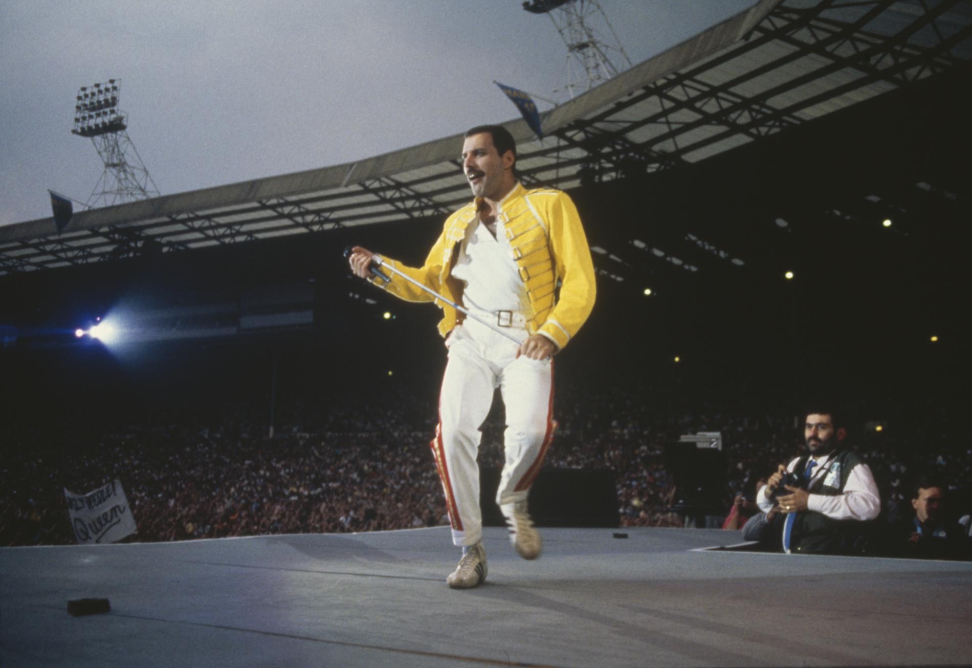 Freddie Mercury sur scène, le 12 juillet 1986.