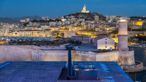 Marseille : un jeune homme armé tente d'entrer dans un lycée des quartiers Nord