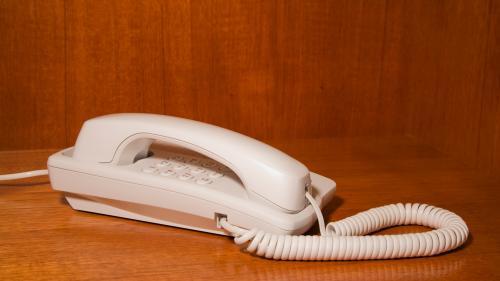 Téléphone fixe : le régulateur met Orange en demeure de respecter ses obligations