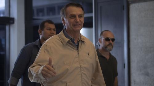"""""""C'est un projet fasciste"""" : ce que contient le programme de Jair Bolsonaro, favori de la présidentielle au Brésil"""