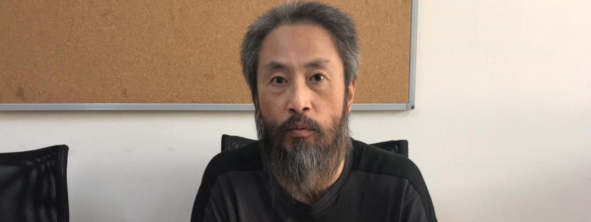 """""""C'était l'enfer"""" : Jumpei Yasuda, journaliste japonais otage pendant plus de trois ans en Syrie, rentre à Tokyo"""