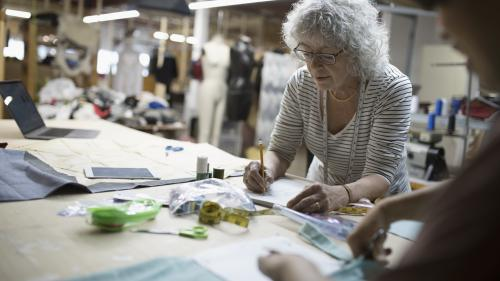 """""""On ne peut plus suivre"""" : ils sont retraités mais travaillent encore par nécessité économique"""